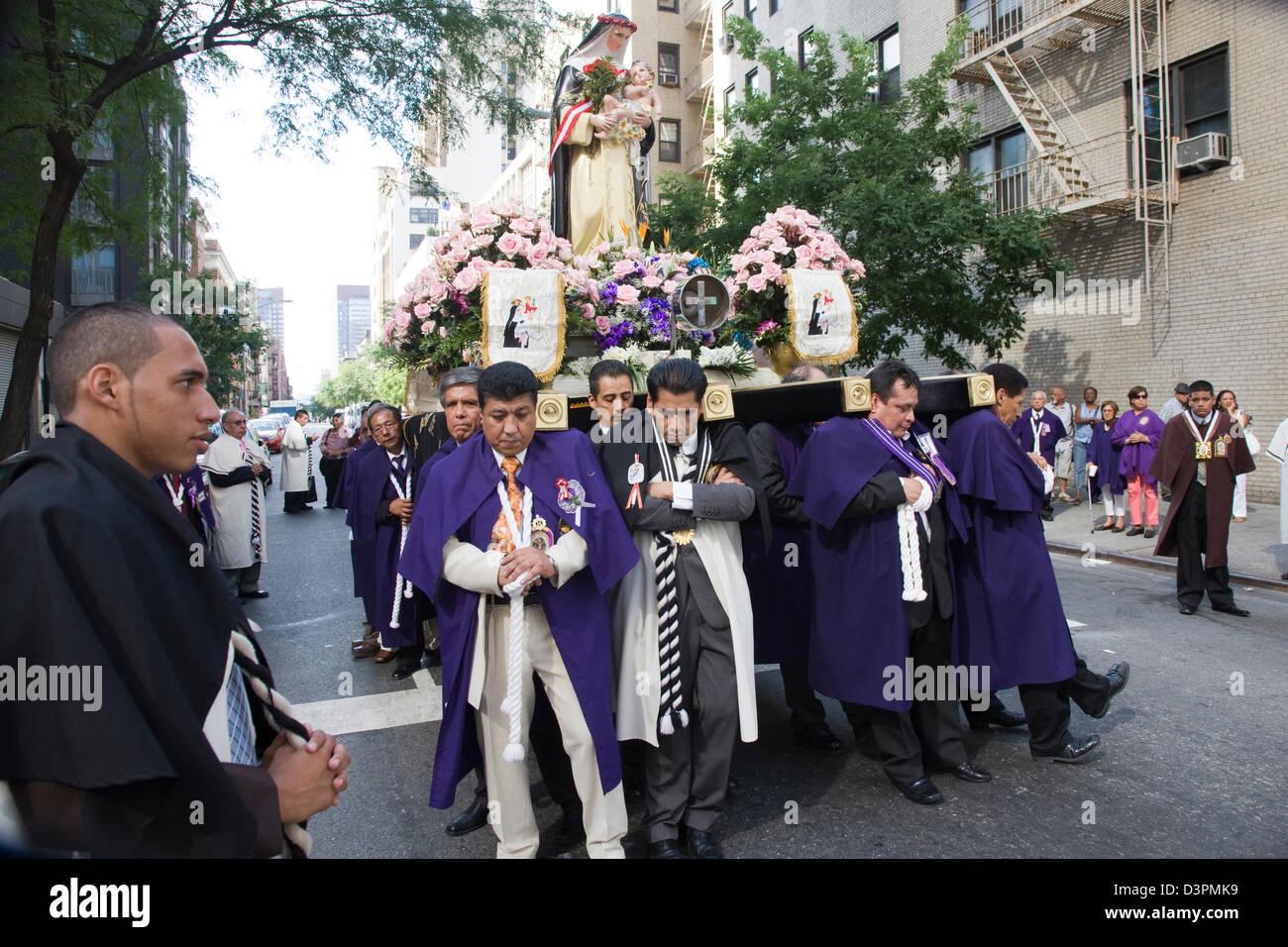 L'édition annuelle de Santa Rosa de Lima Estados Unidos procession aux Etats-Unis à New York Photo Stock