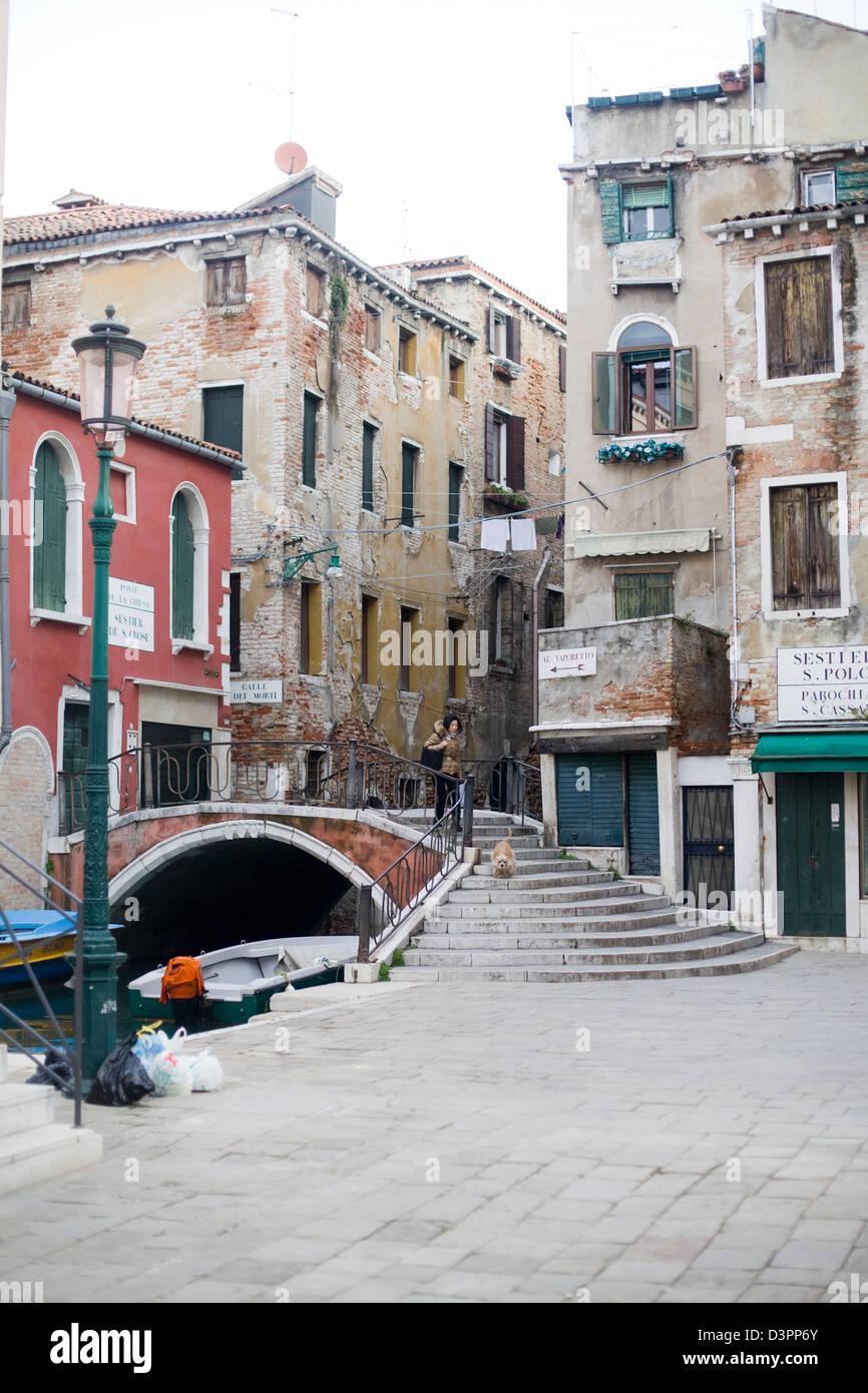 Des mesures pour un pont sur les voies navigables de Venise Italie Photo Stock