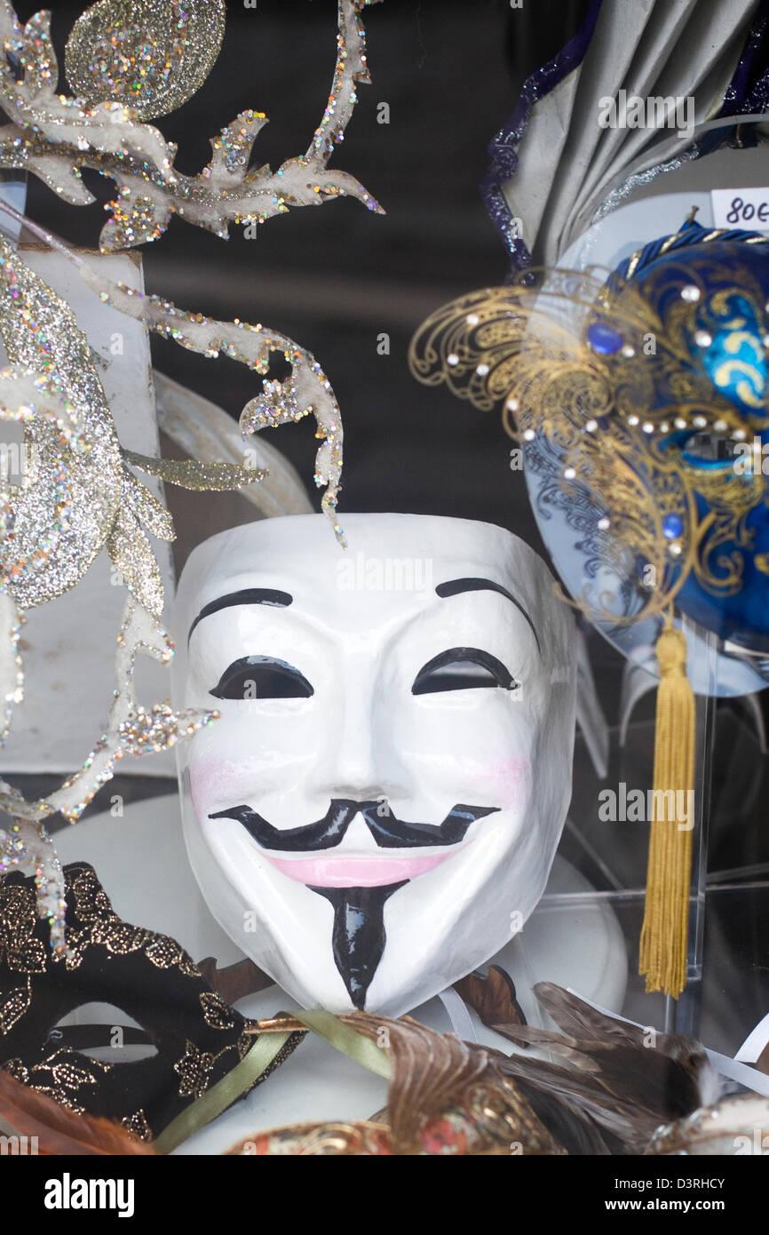Les masques de carnaval vénitien traditionnel pour la vente dans un magasin  à Venise Italie Photo 2761657af3d2