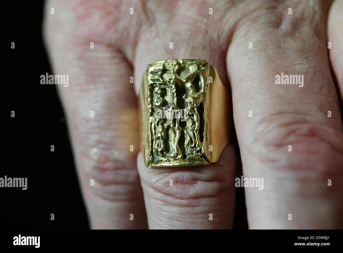 L'anneau porté par le cardinal Keith O'Brien, le plus haut dignitaire religieux catholique en Ecosse Photo Stock