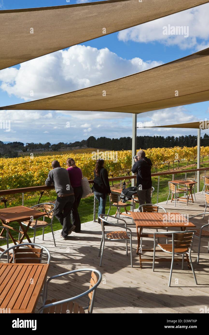 Restaurant avec vue sur les vignes à Lark Hill Winery. Bungendore, Canberra, Territoire de la capitale australienne Photo Stock
