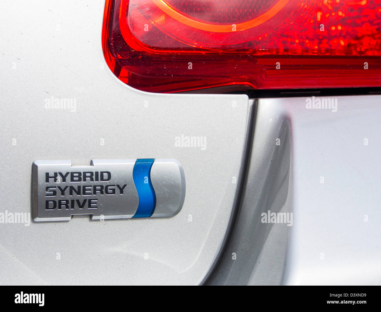 Une Toyota Hybrid Synergy Drive aura une voiture. Photo Stock