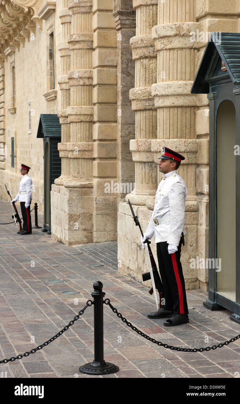 Les gardes Sentry,le palais des Grands Maîtres à La Valette, Malte,. Banque D'Images