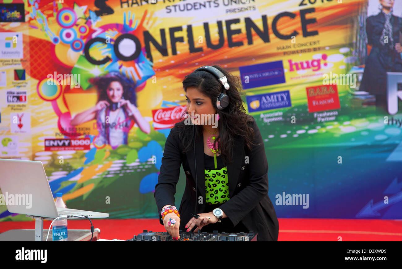 DJ Disco Party,jeunesse,Culture,musique,festival,Fun,animation,le bonheur des femmes, la lecture,la poursuite de Photo Stock