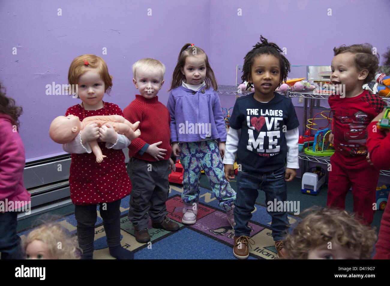 Smart Kids sont nous, une école maternelle et multiculturelle early learning centre à Brooklyn, New York. Banque D'Images