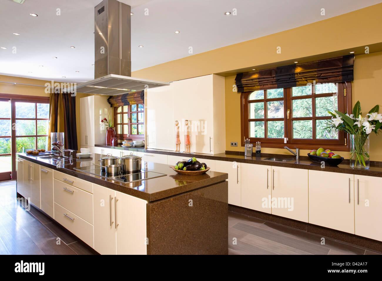 Ventilateur d 39 unit dans l 39 le de cuisine moderne villa en espagnol banque d 39 images photo stock for Fenetre en espagnol