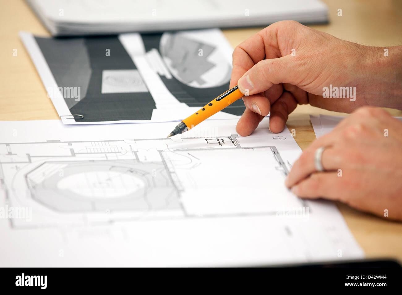 Bâle, Suisse, un architecte dessine les plans Photo Stock