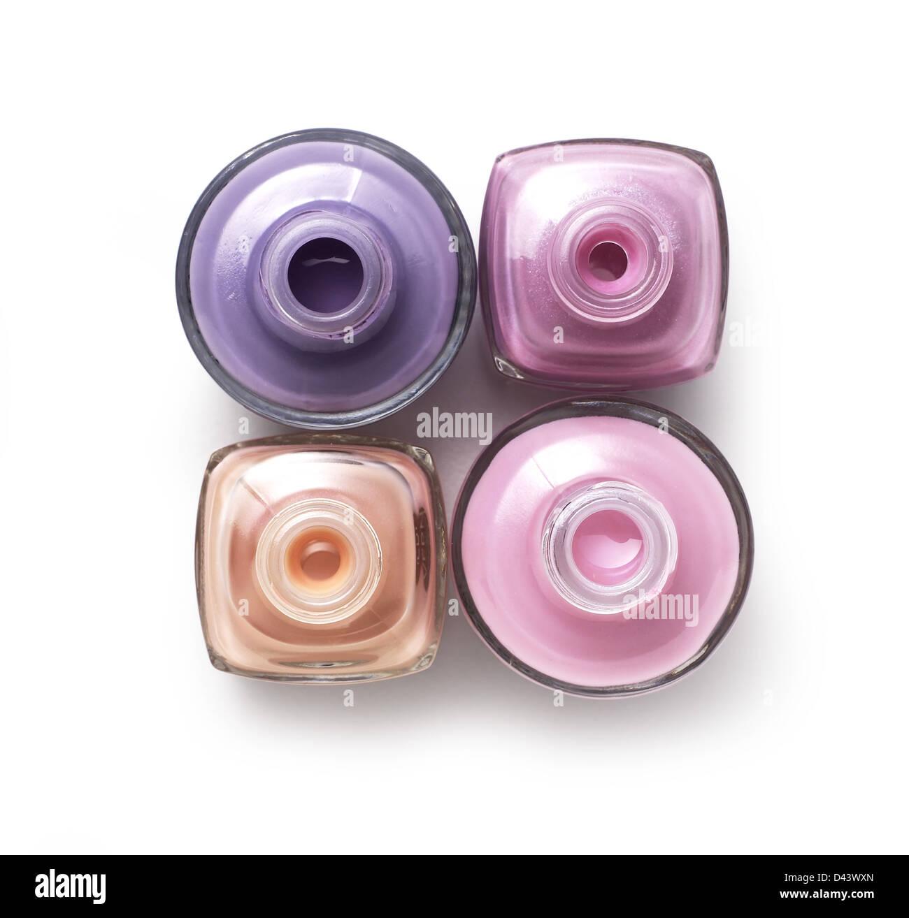 Groupe de quatre pots cosmétiques découper fond blanc Photo Stock