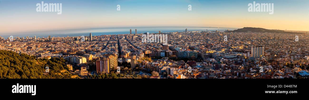 Vue panoramique au coucher du soleil sur la ville de Barcelone, Catalogne, Espagne Photo Stock