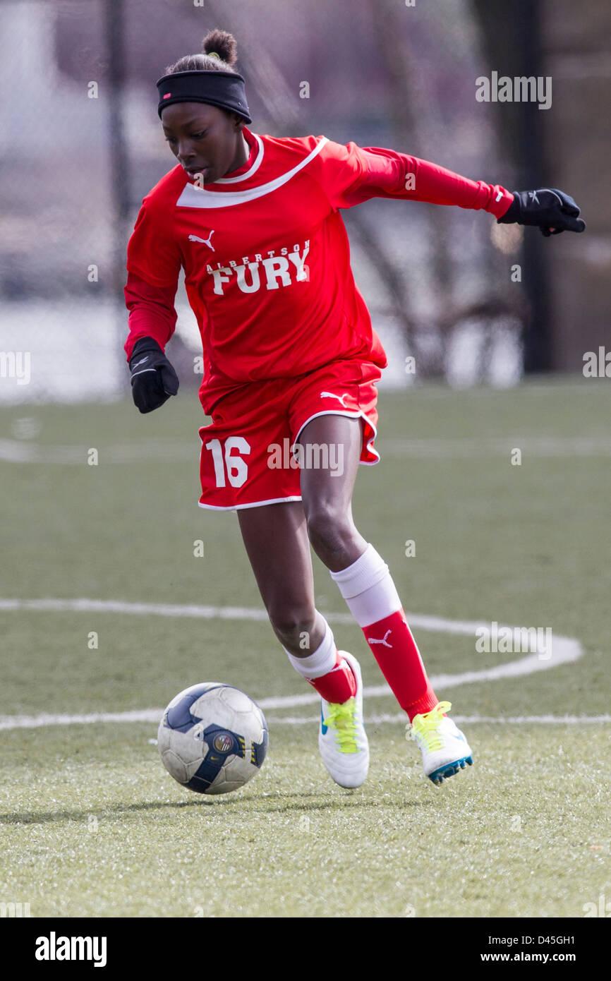 Action de soccer les filles de l'adolescence. Photo Stock