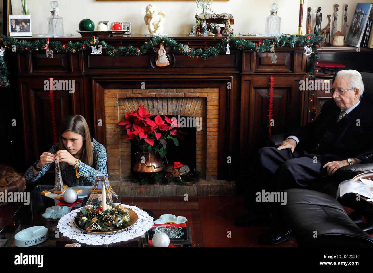 Grand-père et de la jeune fille à la Saint Nicolas Noël Noël , Noel Photo Stock