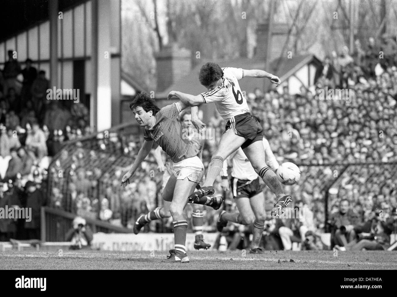 Graeme Sharp et Mal Donaghy Everton V Luton Town FA Cup semi finale à Villa Park 13/4/85 Photo Stock