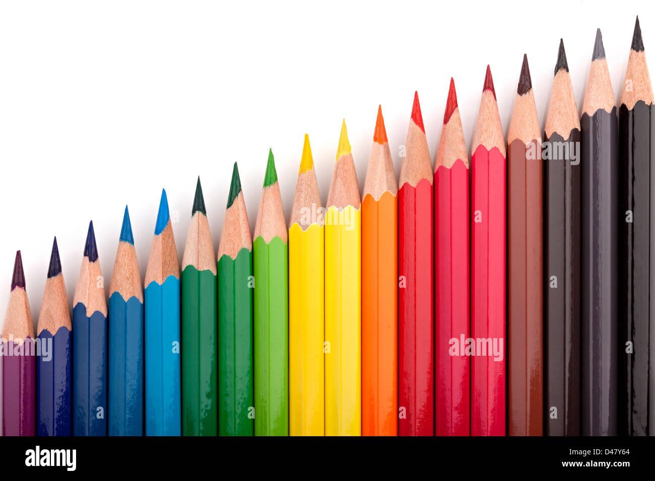 Crayons de couleur différente dans une formation. Photo Stock