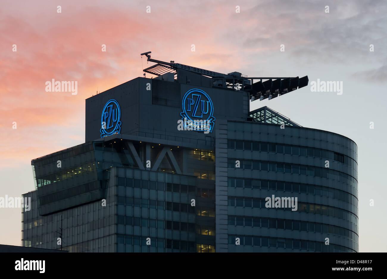 Varsovie, Pologne, le siège social de l'assurance groupe PZU Banque D'Images