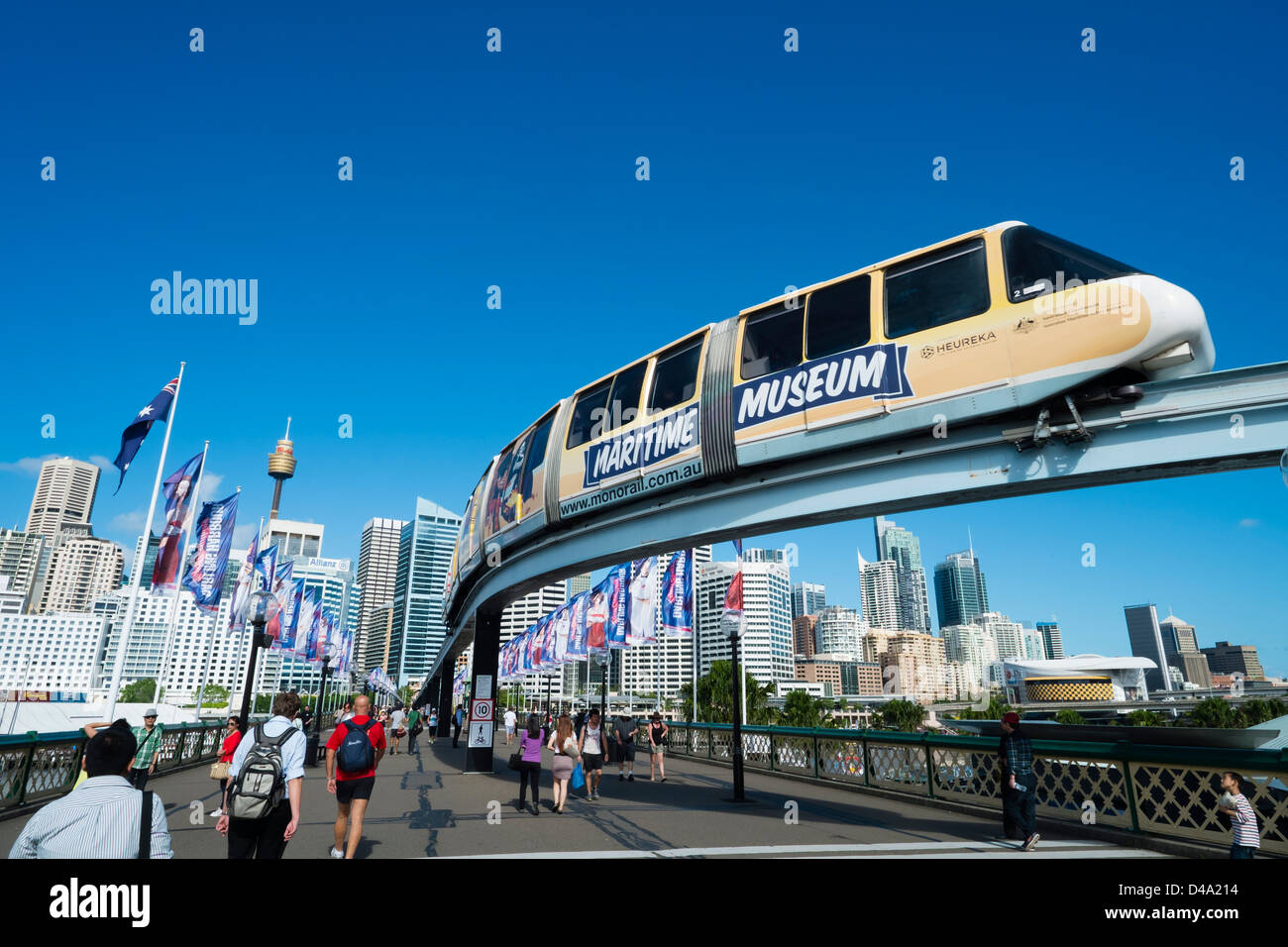 En train monorail Darling Bay Sydney Australie Photo Stock