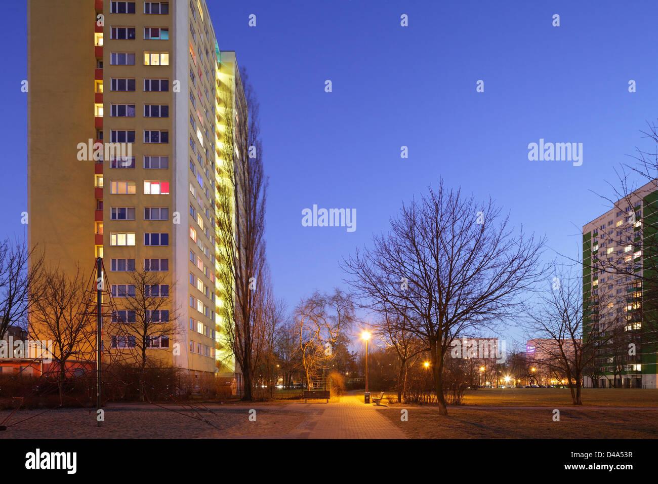 Berlin, Allemagne, les bâtiments préfabriqués en soirée l'ancienne Hoferstrasse Photo Stock