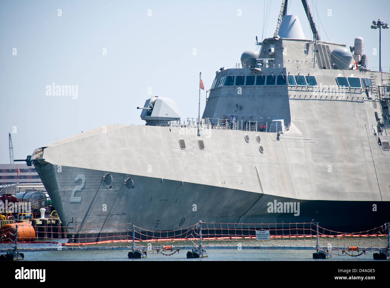 United States Littoral Lutte contre le USS Indépendance (LCS-2) est montré à quai à la base Photo Stock