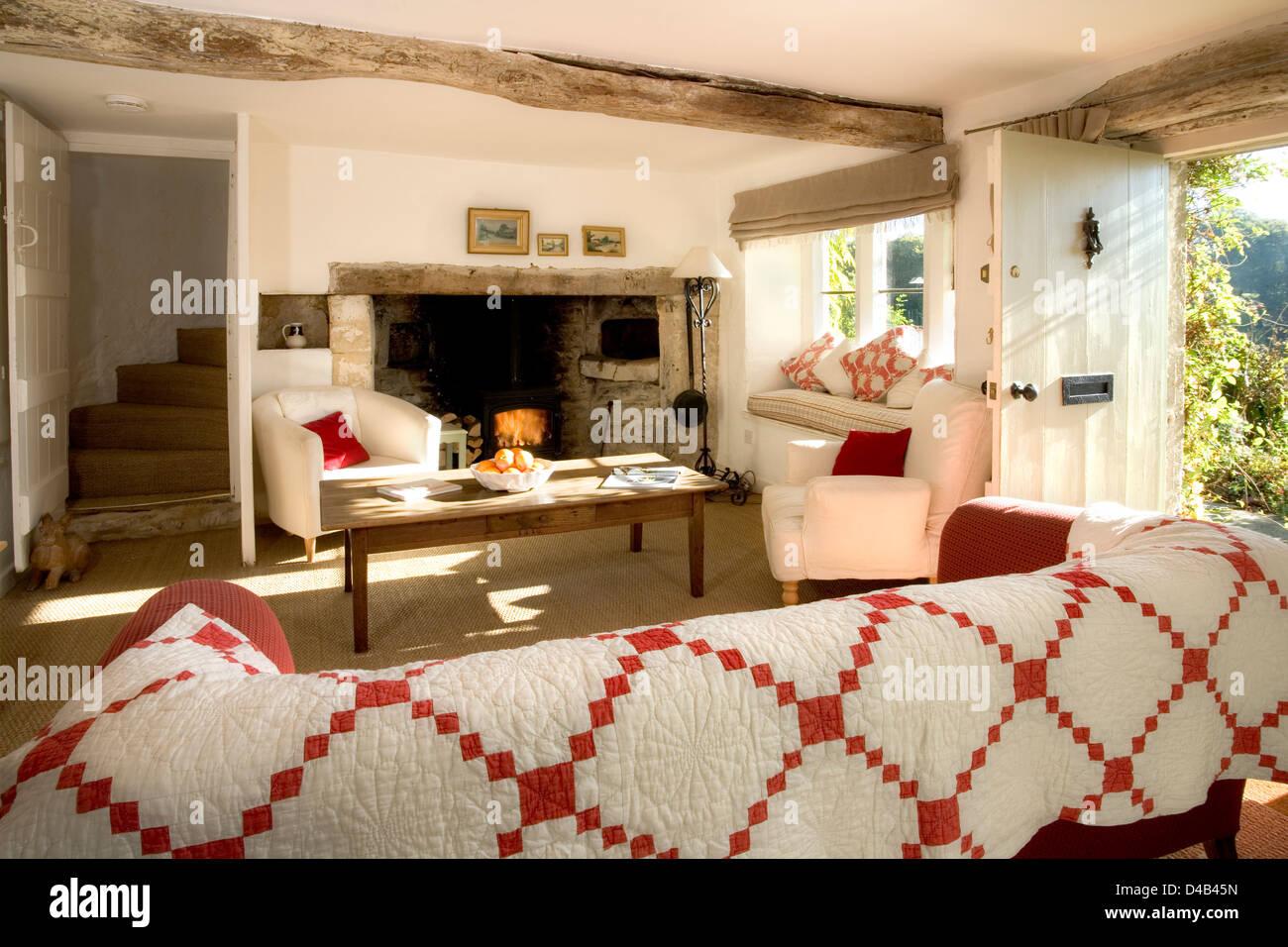 Un matin ensoleillé et lumineux salon Ancien cottage, porte ...