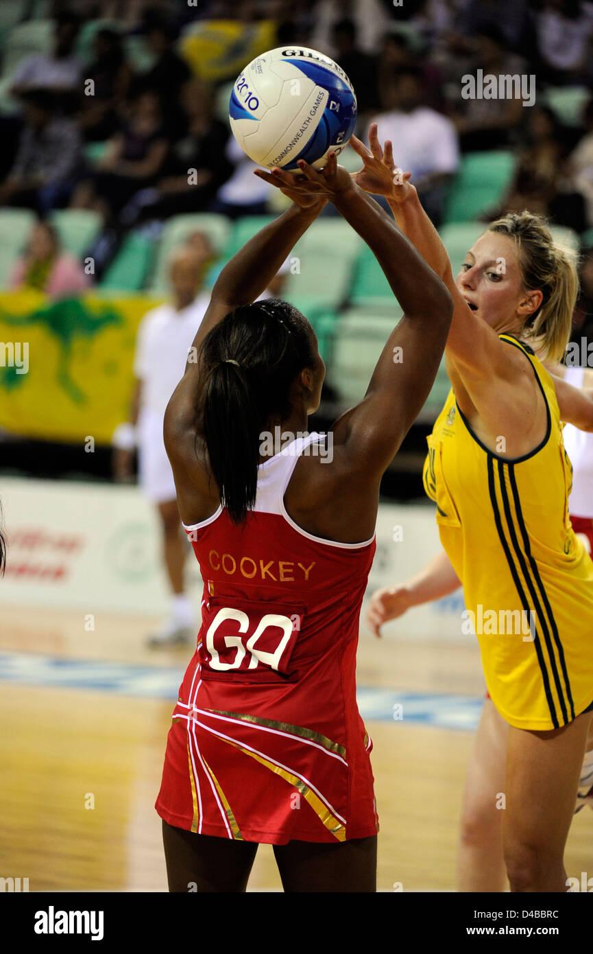 Le netball demi-finales, l'Angleterre contre l'Australie, les Jeux du Commonwealth Photo Stock