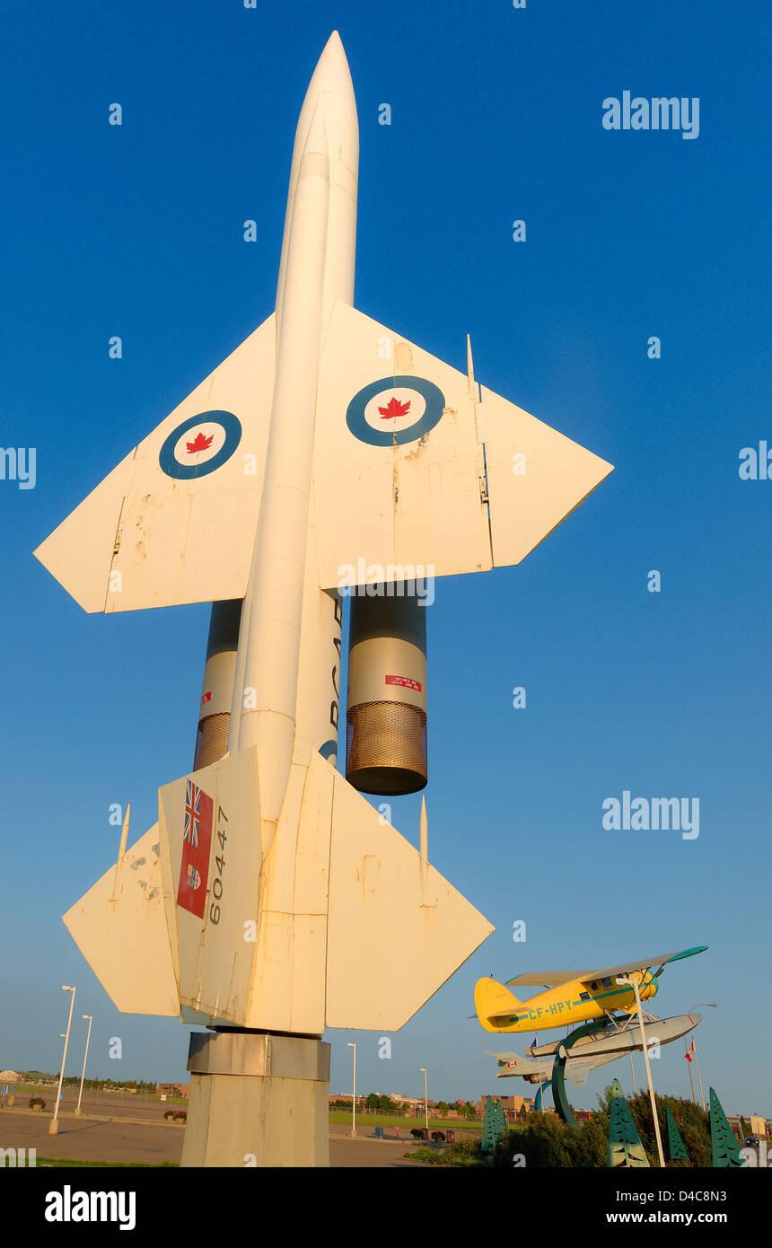 Jet et d'hydravion à l'extérieur du Musée de l'aviation de l'Alberta, Edmonton, Alberta, Photo Stock