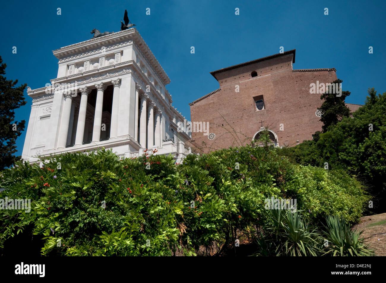 L'Italie, Lazio, Rome, église de Santa Maria in Aracoeli et le Vittoriano Photo Stock