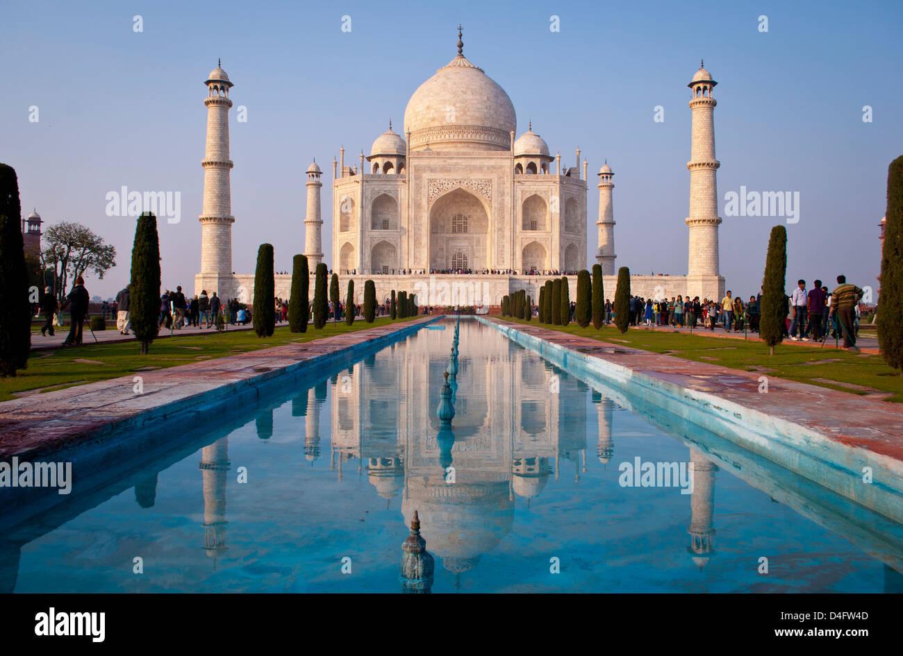 Le Taj Mahal, Agra, Inde au coucher du soleil Photo Stock