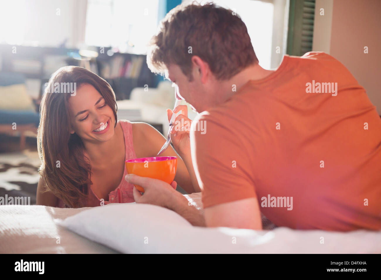 Couple eating breakfast in bed together Photo Stock