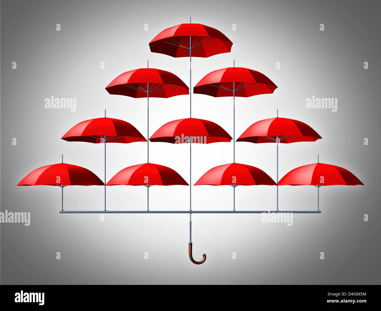 Concept de sécurité protection de groupe avec une ombrelle faite de multiples petites parapluies rouges Photo Stock