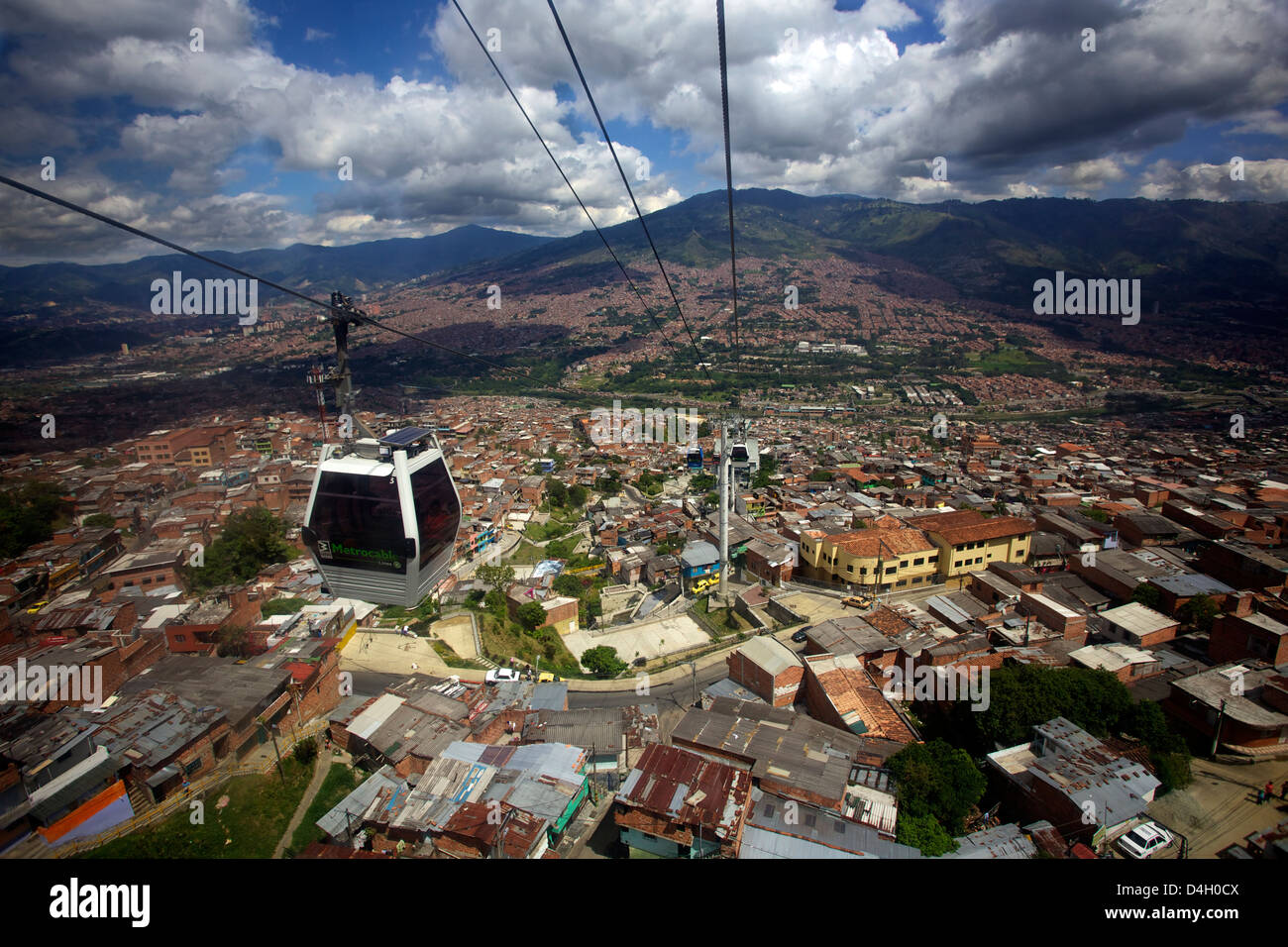 Vue sur les barrios Pobre de Medellin, où Pablo Escobar avait beaucoup de partisans, la Colombie, l'Amérique Photo Stock