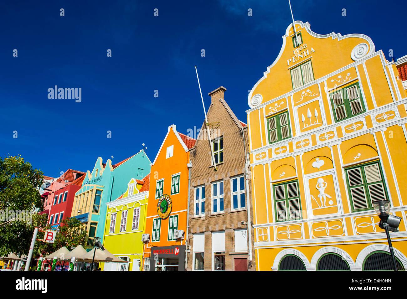 Le coloré néerlandais maisons au Sint Annabaai à Willemstad, UNESCO World Heritage Site, Curacao, Photo Stock