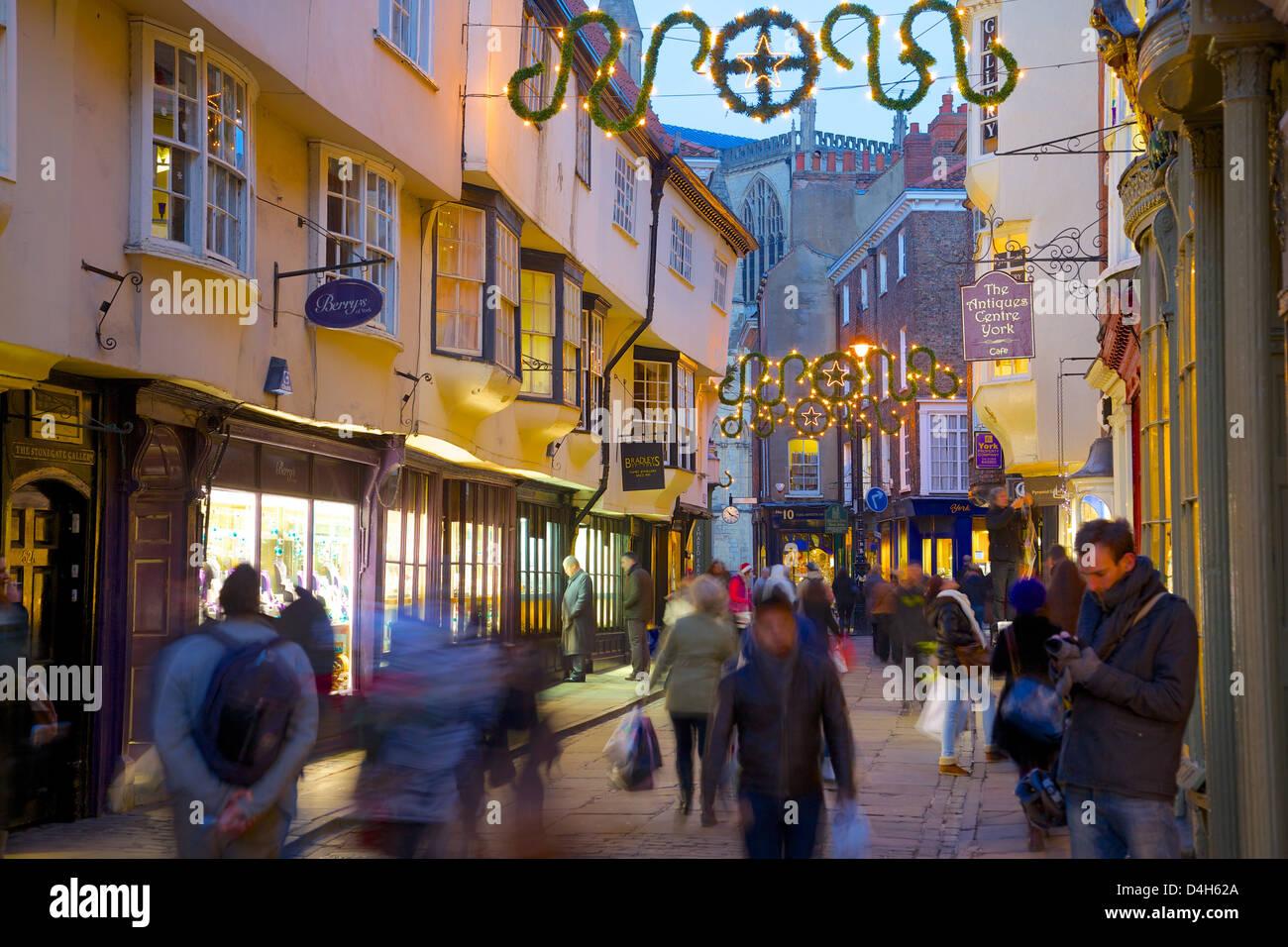 Colliergate et Minster à Noël, York, Yorkshire, Angleterre, Royaume-Uni Photo Stock