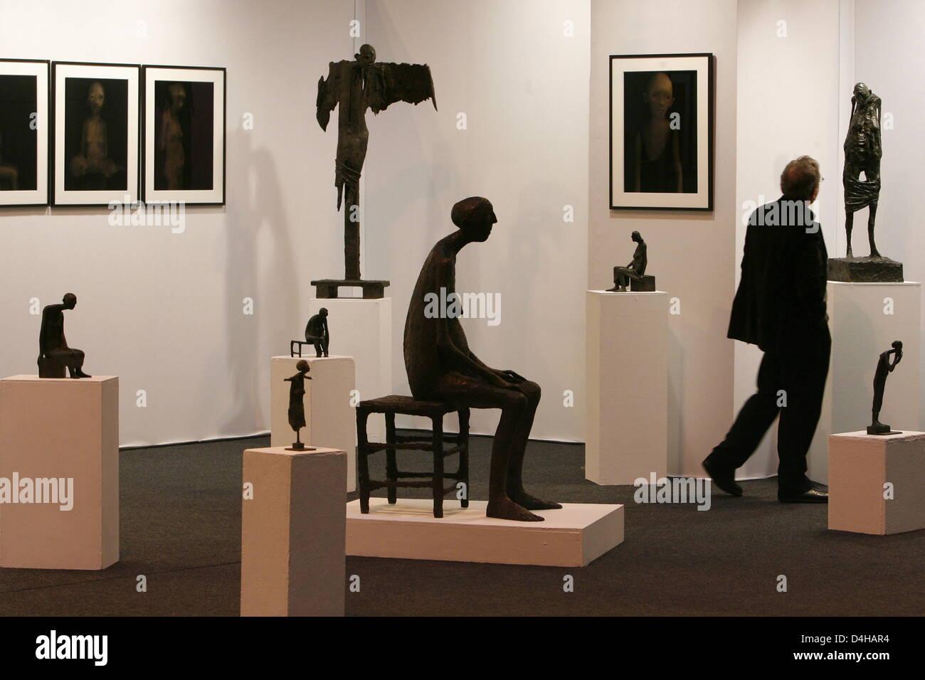 b768f2d597c Regarde bronze sculptures et tableaux de l artiste Marc Petit dans le stand  de la galerie française ART SUD