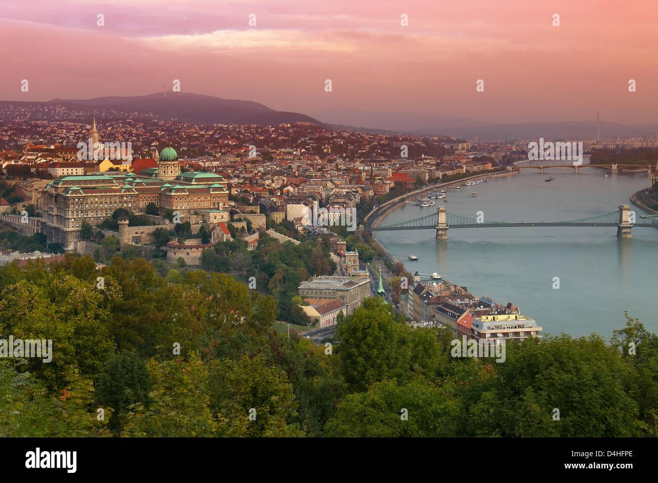 Une aube vue sur Budapest, à la recherche de la Citadelle, vers le centre-ville principale Banque D'Images