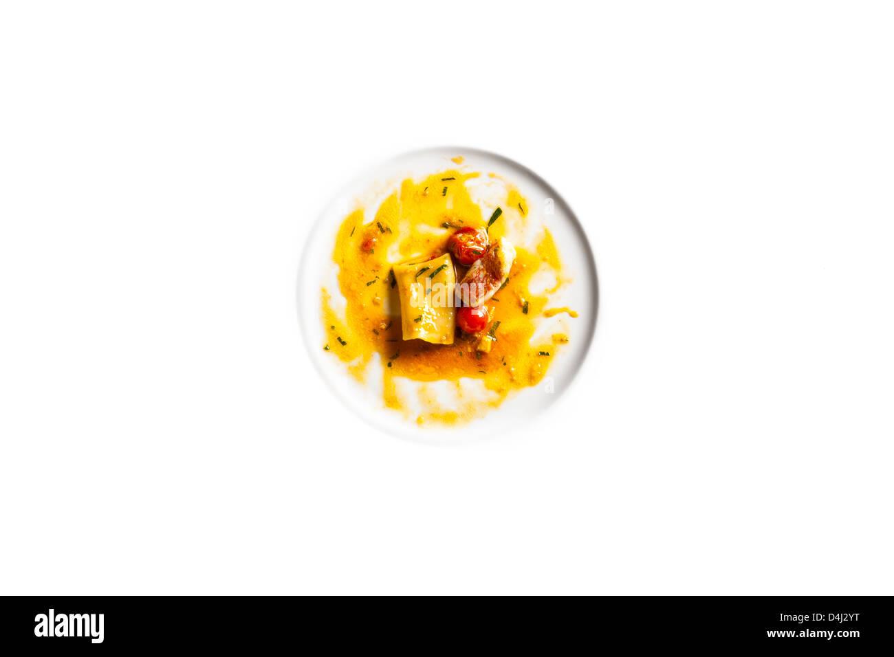 Paccheri avec poissons de roche et un ragoût de tomate fraîche Banque D'Images