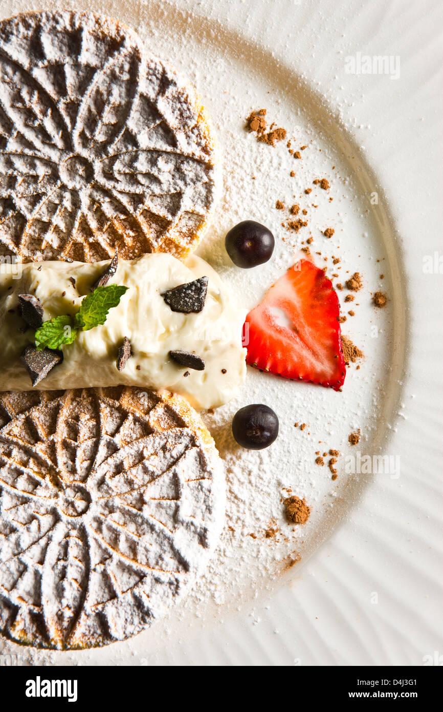 Gaufrettes maison avec crème ricotta préparée par Marcello Russodivito, Chef propriétaire de Marcello's Group. Banque D'Images