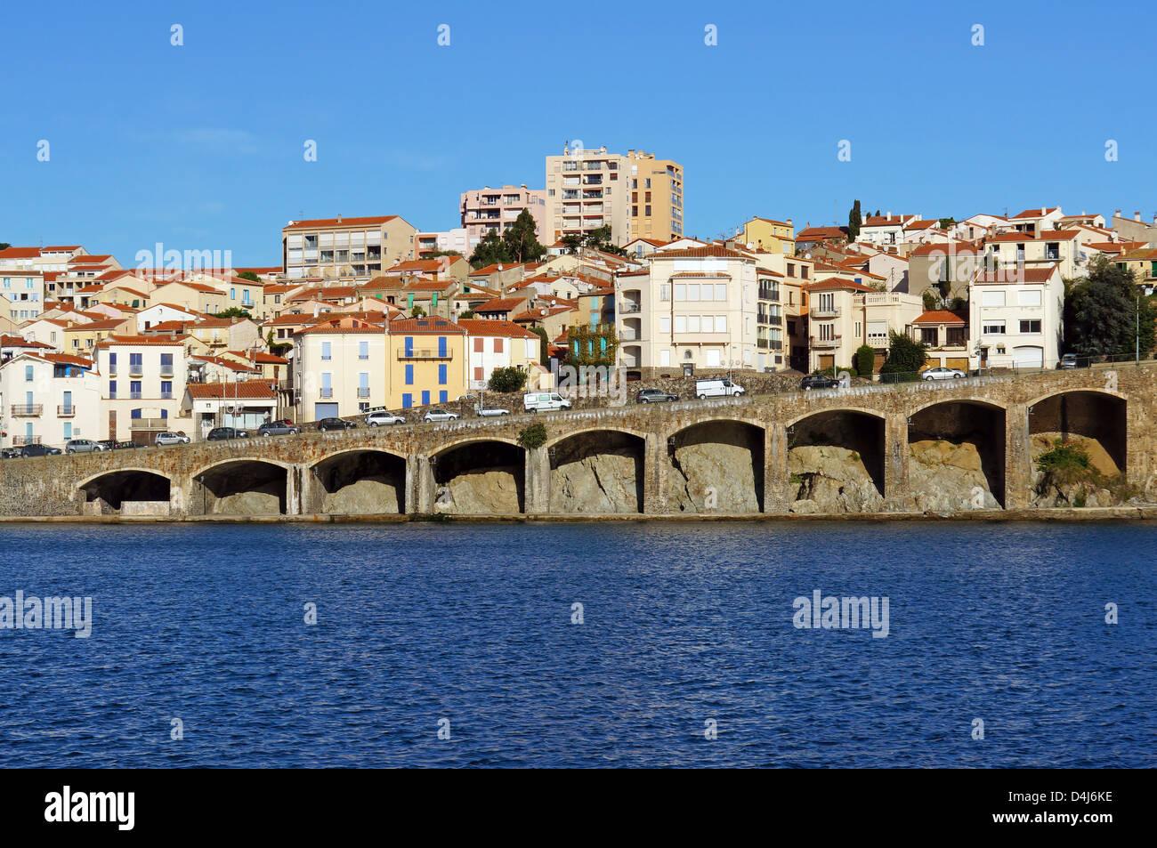 Vue côtière de la ville de Banyuls-sur-Mer, mer Méditerranée, Côte Vermeille, Roussillon, Photo Stock