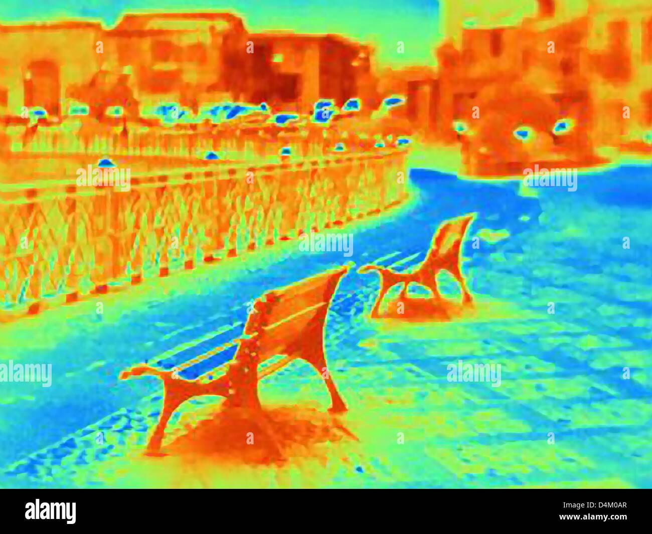 Image thermique de bancs on city street Photo Stock