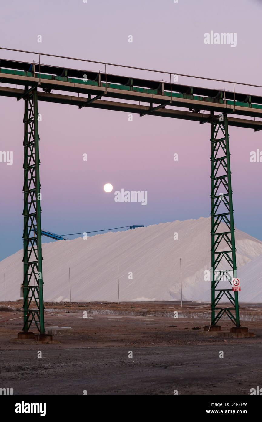 Lever de soleil sur l'amas de sels, de l'industrie du sel. Torrevieja. Alicante. Espagne Banque D'Images