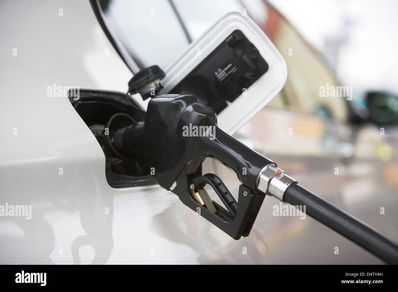 Close up de buse de gaz dans le réservoir. Photo Stock