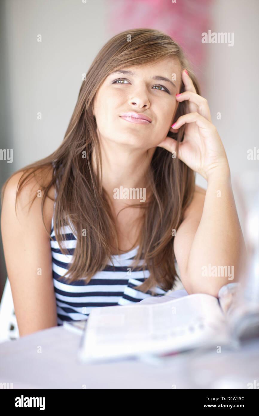 La pensée adolescente à 24 Photo Stock