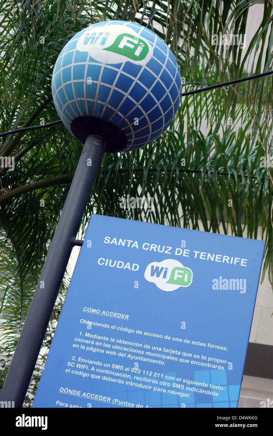 Informations sur l'accès Wi-Fi public en street à Santa Cruz de Tenerife, Îles Canaries Photo Stock