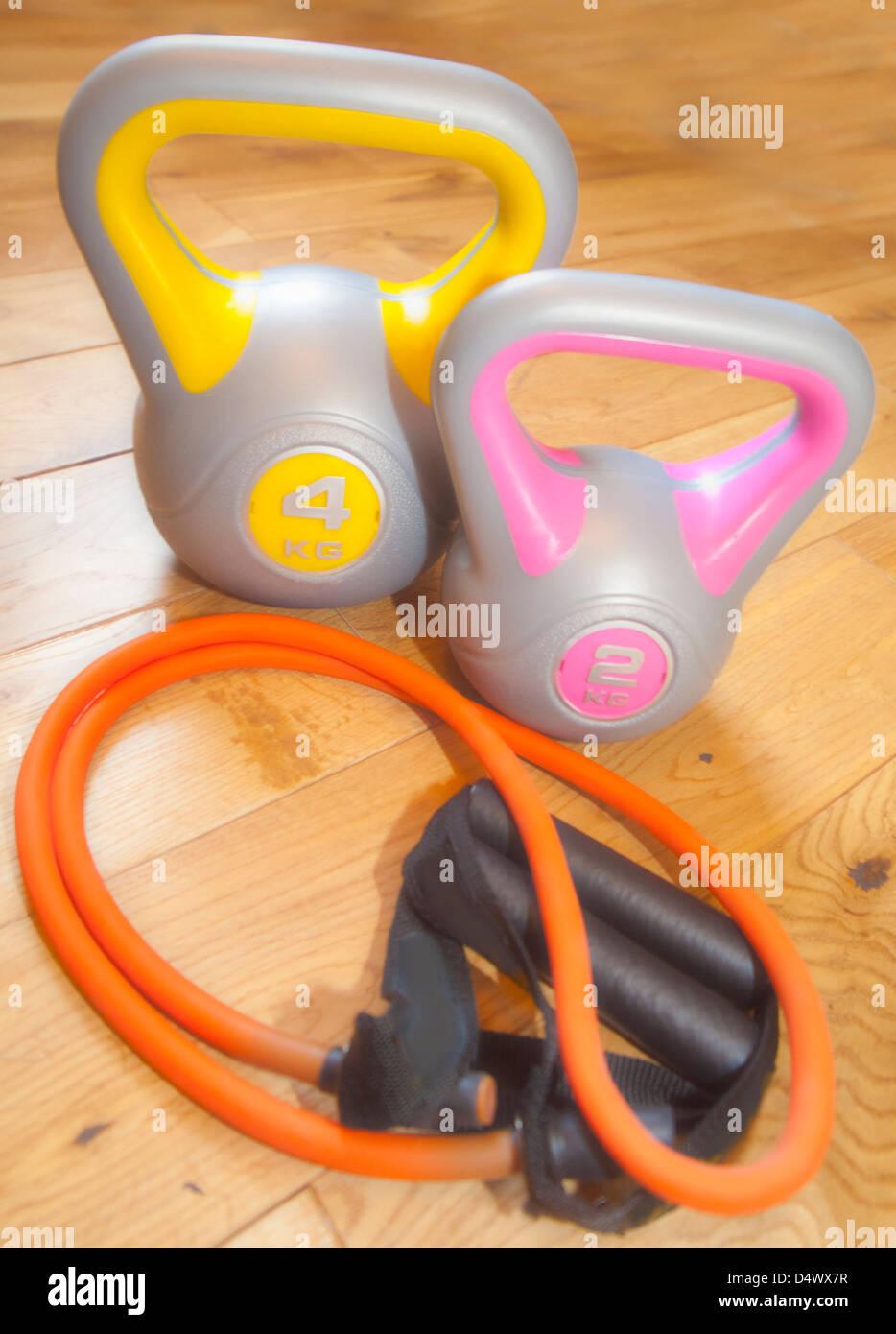 L'équipement d'exercice kettlebells et band Photo Stock
