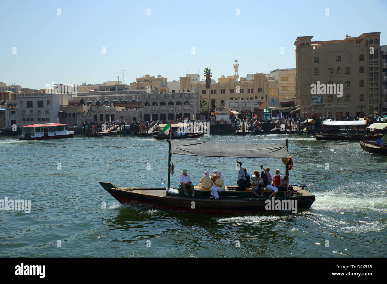 Abra traditionnel taxi de l'eau de traverser la crique de Dubaï, Émirats Arabes Unis Photo Stock