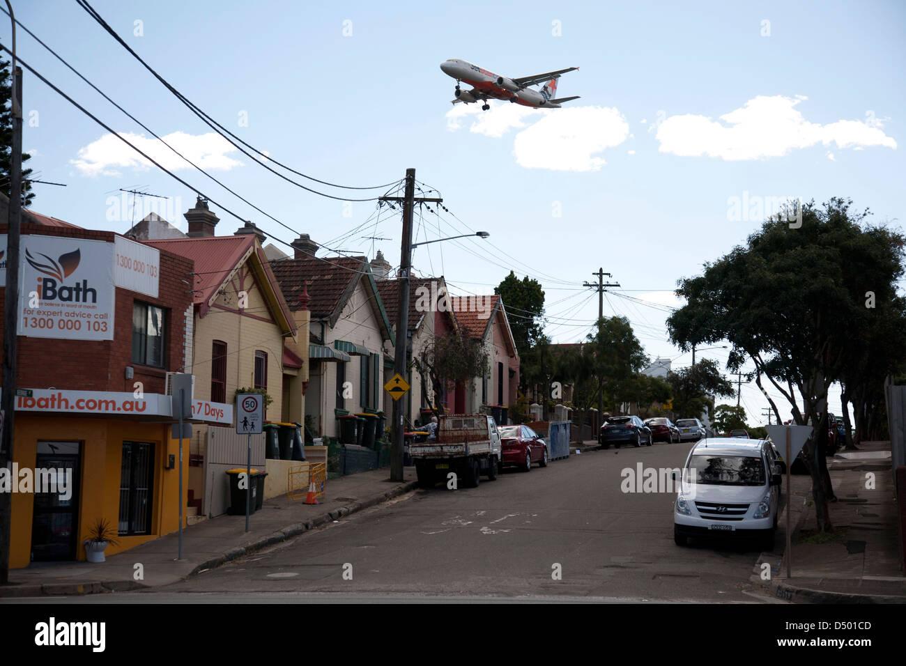 Bruit des avions à réaction sur l'approche à l'atterrissage à l'aéroport de Sydney Australie Sydney St Peters Banque D'Images