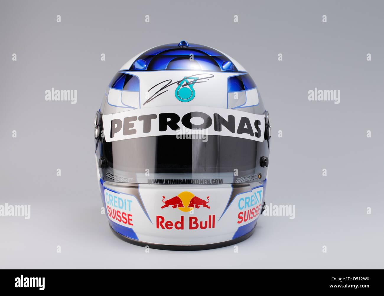 chandail casque du pilote de f1 kimi raikkonen 2001 red bull sauber petronas banque d 39 images. Black Bedroom Furniture Sets. Home Design Ideas