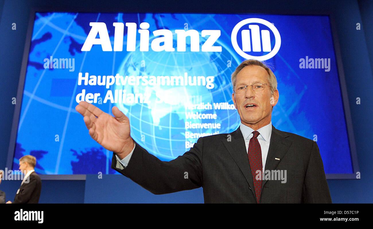 Allianz SE PDG Michael Diekmann arrive pour l'Assemblée générale à Munich, Allemagne, 05 mai 2010. Le géant de l'assurance a donné une conservatrice pour l'exercice en cours en raison des conditions économiques difficiles. Rapports d'Allianz un résultat de 7,2 milliards d'euros pour 2009. Photo: Tobias HASE Banque D'Images
