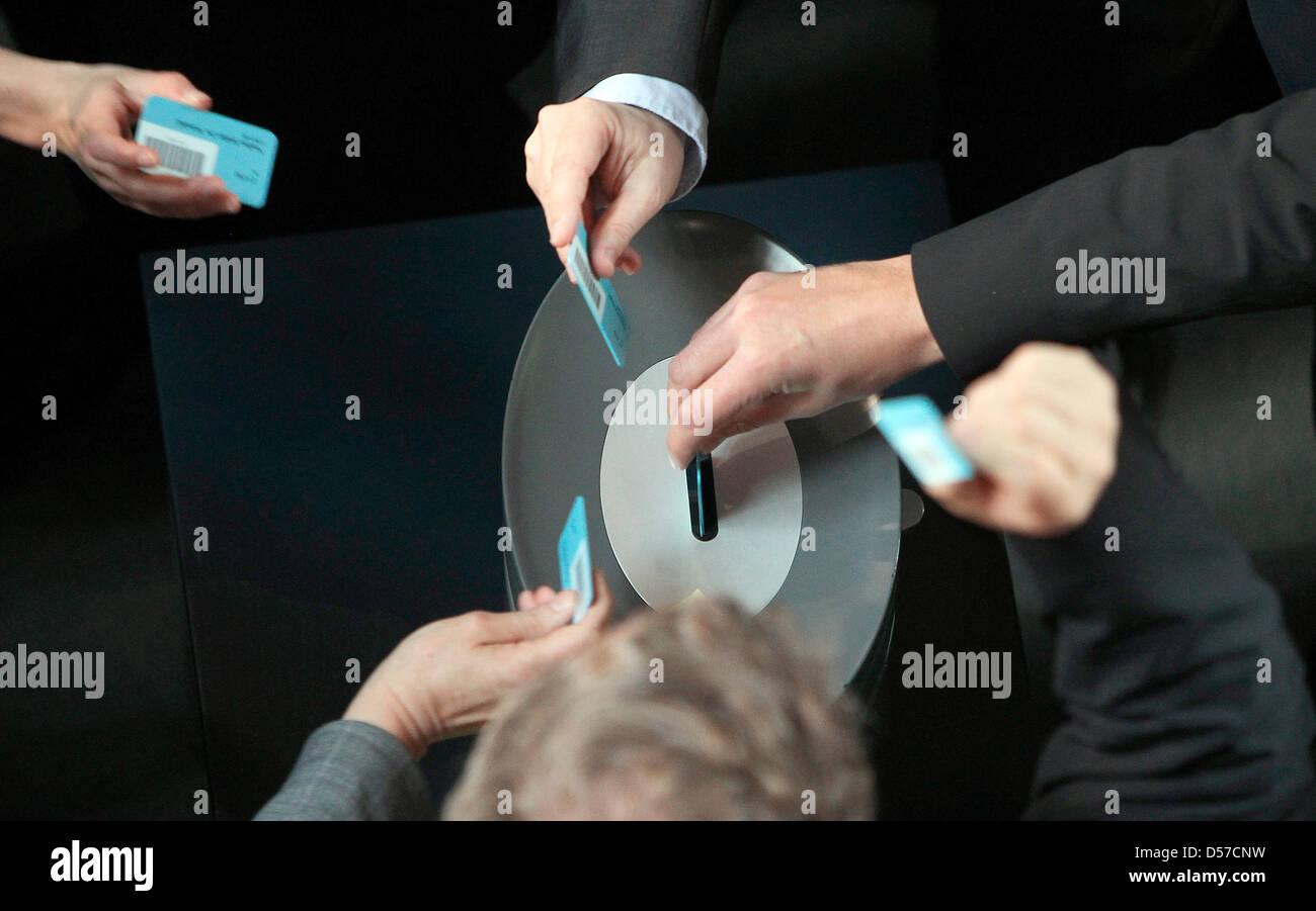 Les députés du Bundestag allemand votent dans l'acclamation sur le plusieurs milliards d'euros Photo Stock
