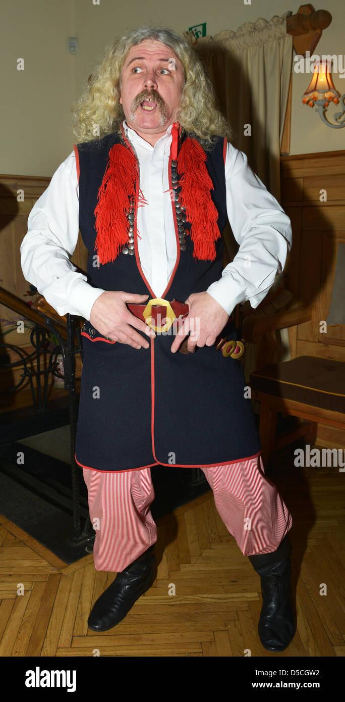 Danseur et chanteur en costume national, Pologne Banque D'Images