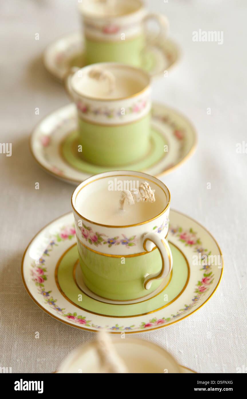 Tasse de thé fabrication de bougies - étape 4 terminée Photo Stock