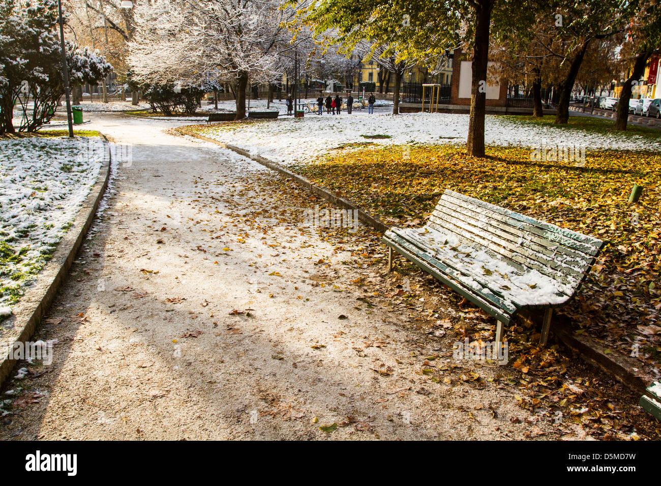 Square recouvert de neige. Milan, Province de Milan, en Italie. Photo Stock